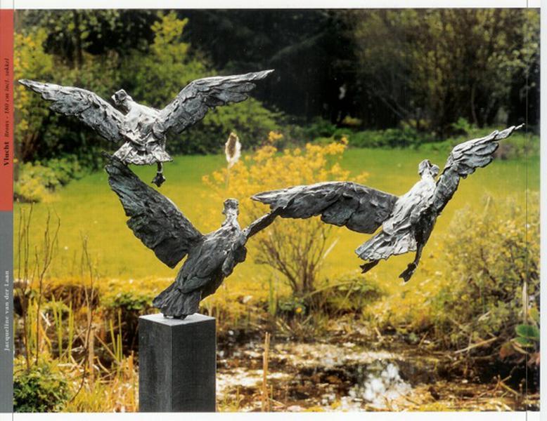 Drie wegvliegende Eenden [brons] 180cm, incl.sokkel